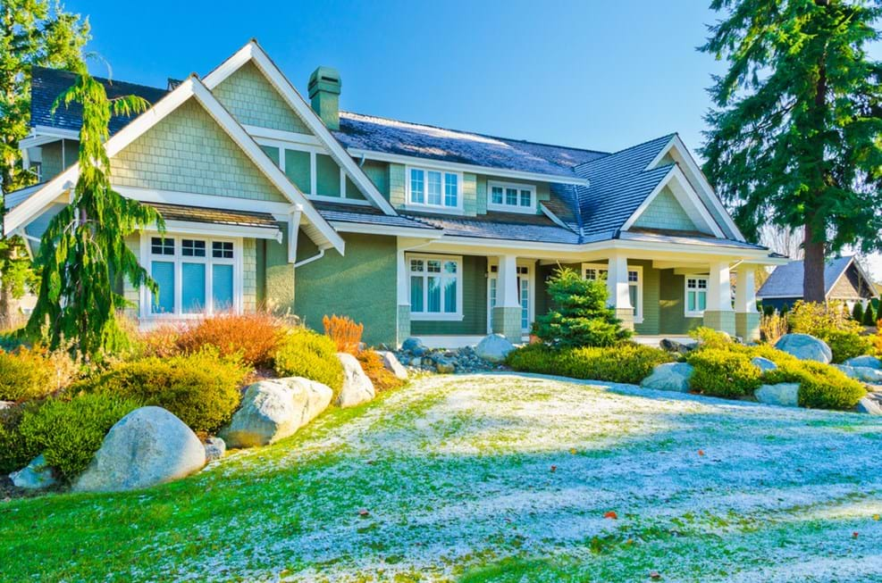 4 Simple Tips To Care For Your Lawn This Winter